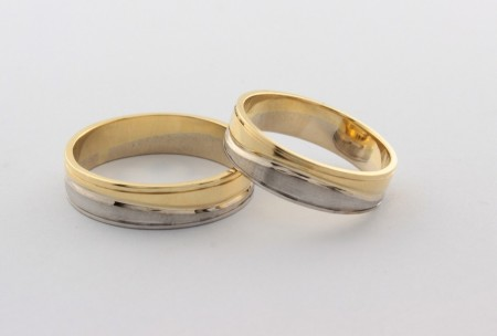 Брачни халки от бяло и жълто злато