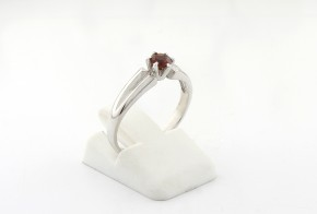 Годежен пръстен от бяло злато с гранат D2048