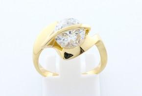Дамски пръстен от жълто злато с циркони