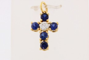 Златен кръст от  жълто злато с циркони VK0136