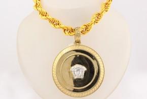 Златен синджир и висулка от бяло и жълто злато тип Версаче C0104