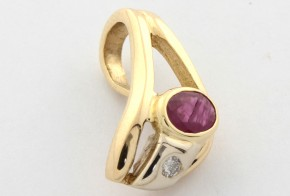 Висулка от бяло и жълто злато с диамант и рубин  VE251