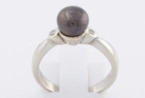 Дамски пръстен от бяло злато с черна перла и диаманти D904