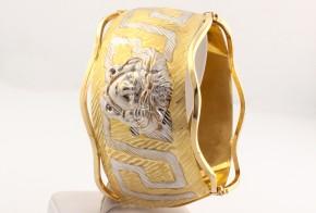 Златна твърда гривна от жълто и бяло злато тип Версаче GR0111