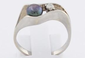 Дамски пръстен от бяло злато с черна перла и диамант D851
